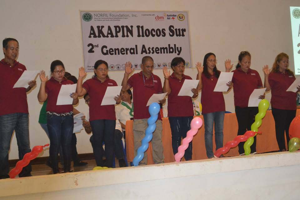 Elected officers of AKAPIN Ilocos Sur taking oath